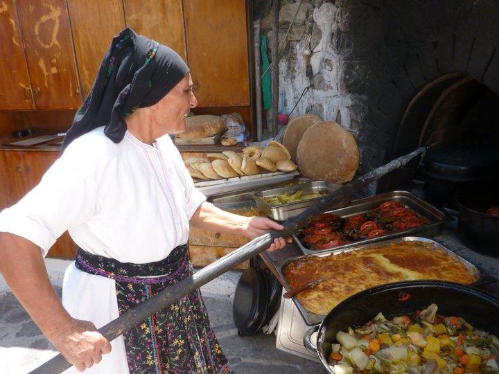 donna-cucina-greca