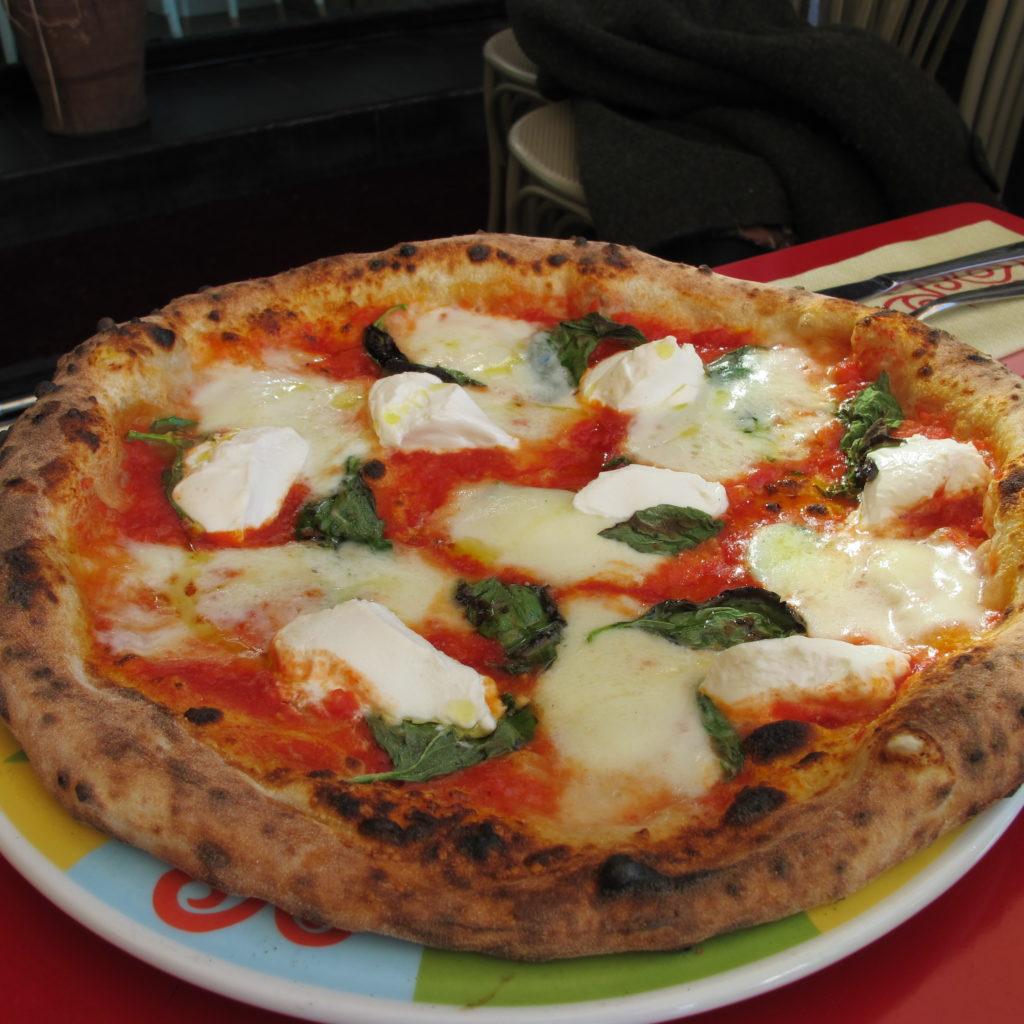 eccellente Margherita alla Mozzarella di Bufala , con aggiunta di Ricotta di davide Civitiello